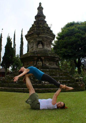 acro yoga bali
